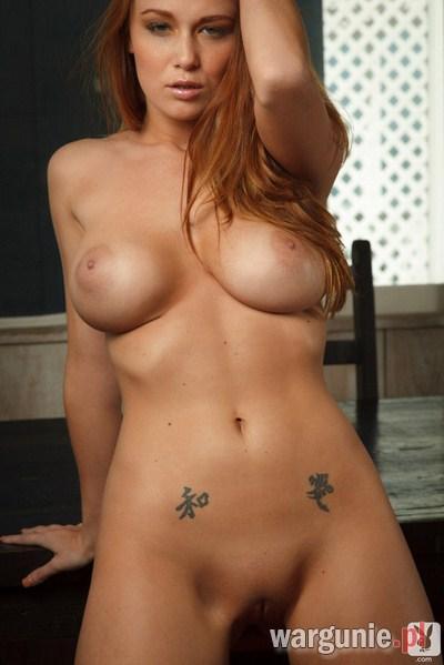 cycata ruda z tatuażem