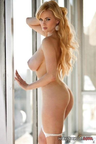 Gwiazda porno lubi robić striptiz